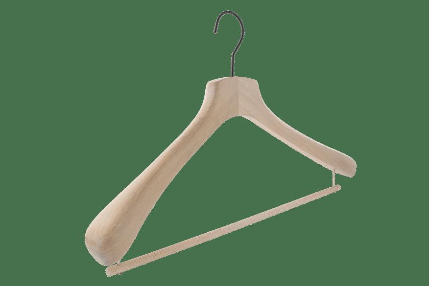 cintre-bois-chene-blanchi-756-barre-pantalon-cintres-actus-france