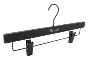 cintre-bois-noir-e1902-faconnable-cintres-actus-france