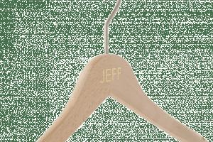 cintre-bois-personnalise-logo-jeff-incrustation-couleur-actus-cintres-france