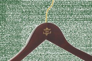 cintre-bois-personnalise-logo-SH-tampographie-couleur-actus-cintres-france