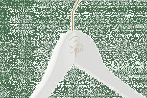 cintre-bois-personnalise-logo-sophie-tampographie-couleur-actus-cintres-france