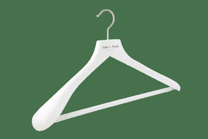 cintre-bois-blanc-238-50-epaules-larges-cintres-actus-france