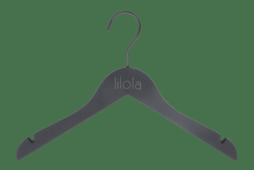 cintre-bois-chemisier-robe-129h-noir-soft-touch-logo-dore-cintres-actus-france