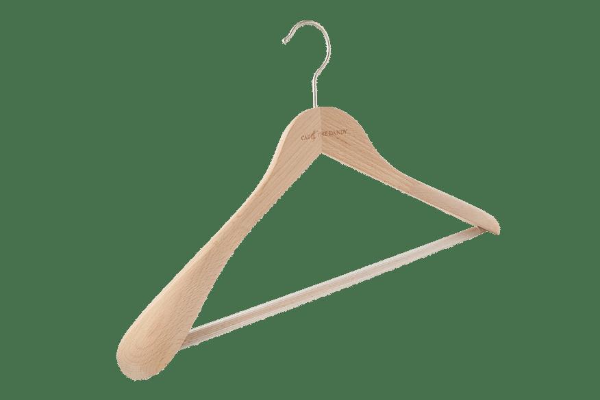 cintre-bois-costume-255-logo-incruste-cintres-actus-france