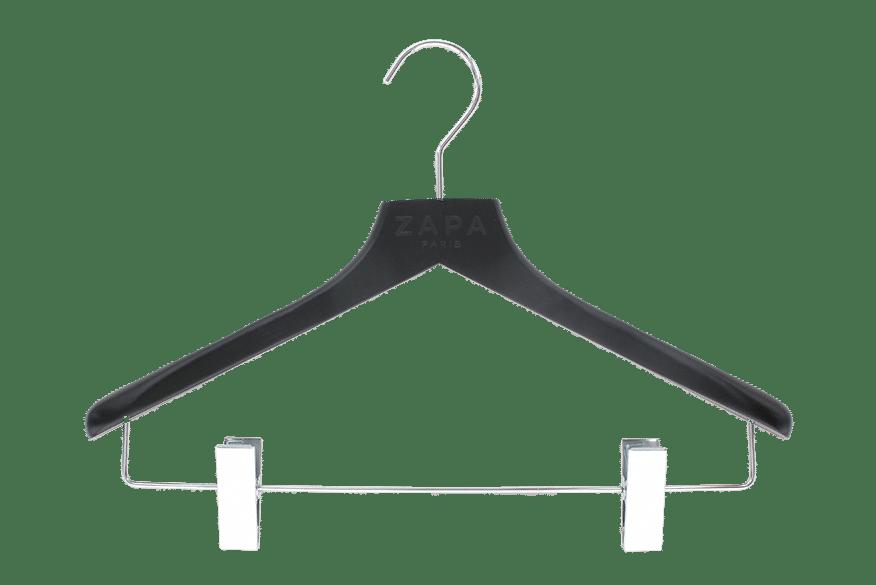cintre-bois-noir-128-50c-pinces-logo-incruste-cintres-actus-france