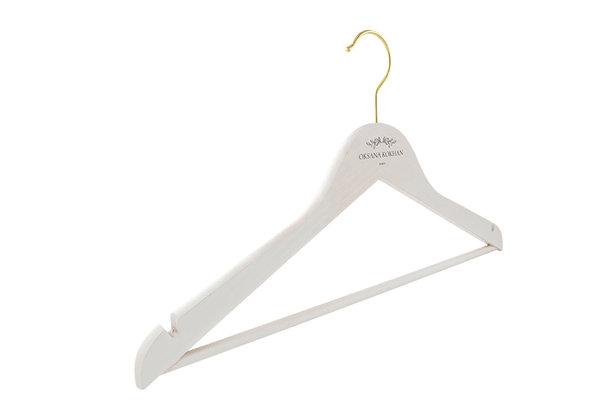 cintre-bois-tdeinte-blanc-156h-logo-cintres-actus-france